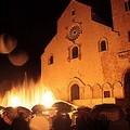 Danze di fuoco e acqua ai piedi della Cattedrale