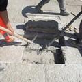 Lavori stradali, interventi al basolato in diverse strade del centro