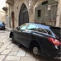 Nuovo furto di pneumatici in via Cambio