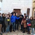 Degrado in vico Cesare Battisti: ci pensano gli studenti democratici