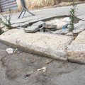 Basole rotte in via Montebello: la segnalazione di un cittadino