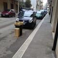 Strada occupata con le cassette della frutta, protesta in via Dalmazia