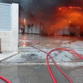 Incendio in un'azienda di Barletta, per precauzione tenere chiuse le finestre