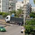 Ancora un camion incastrato a Trani centro: disagi alla circolazione