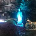 La statua di Dante si colora di blu per la Giornata sull'Autismo