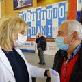 Vaccinazioni senza sosta all'hub di Trani: oggi è stata anche la volta dell'attore Enzo Guacci