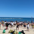 Un esercito di volontari per pulire costa e fondali del mare di Trani: il report di una domenica al lavoro