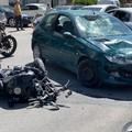 Scontro tra un'auto e una moto su via Malcangi: ferito un motociclista