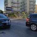 Incidente in via delle Forze Armate: auto s'inchioda per schivare un pedone