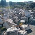 Clamorosa scoperta nell'ex mercato ortofrutticolo di Trani, migliaia di  basole tra i cumuli di rifiuti