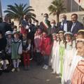 Il Ministro dell'istruzione Bianchi a Trani accolto da bambini in festa