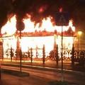 Incendio nella Villa Comunale, a fuoco una delle giostre