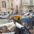 Montagne di rifiuti e cartoni in piazza Cittadella e via Umberto: tempestivo l'intervento di Amiu