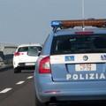 Rischia il soffocamento sull'autostrada, tratto in salvo dalla Polizia stradale di Trani