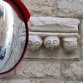Trani, le tre facce di palazzo Torres e quello specchio invadente