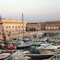 Via le auto dal porto e centro storico