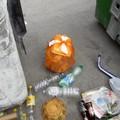 Via Perrone Capone ancora assediata dai rifiuti