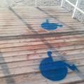 Spiaggia di Colonna, dopo la denuncia ecco la segnaletica per disabili