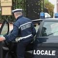 Firmano il tempo indeterminato, fine del precariato per quattro vigili urbani a Trani