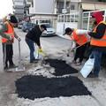 Buche stradali, oggi lavori in corso in diverse zone di Trani