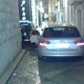 Via Fusco out per i passeggini: le auto li bloccano