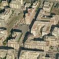 In via Gisotti abbondano i bidoni dell'immondizia e adesso anche i rifiuti