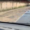 Buche e manto stradale disastrato: ecco via Torrente Antico
