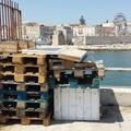 Molo Sant'Antonio come una discarica: l'ennesimo scempio nel centro storico