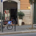 Furto in via Aldo Moro: rubati soldi da un negozio di abbigliamento