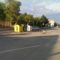 """Via Trombetta, la voragine  """"segnalata """" da una cassetta di legno"""