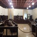 Consiglio comunale, la seduta rinviata a venerdì: in aula assenti in sette consiglieri dissidenti