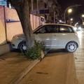 Incidente in via Bisceglie: auto finisce contro la recinzione del cantiere