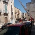 Cornicione pericolante in via Pedaggio Santa Chiara, intervengono i vigili del fuoco
