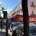 Autocarro rimane incastrato su corso Vittorio Emanuele: traffico in tilt