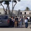 Cimitero chiuso, parenti del defunto e agenzia funebre rimangono fuori diverse ore
