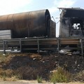 Autocisterna in fiamme sulla 16bis tra Trani nord e l'uscita Boccadoro: illeso il conducente