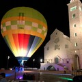 Tutti pazzi per la mongolfiera in Piazza Duomo: ieri il grande esordio