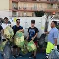 """Rifiuti abbandonati, volontari della  """"3Place """" ripuliscono il lungomare Mongelli"""