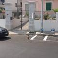 Lungomare, niente più parcheggi sui marciapiedi: installati nuovi stalli per motociclette