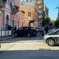 Incidente all'incrocio tra via Malcangi e corso Imbriani: auto finiscono sul marciapiede