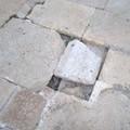 Basola sconnessa all'ombra della Cattedrale