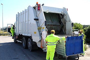 Camion compattatore rifiuti