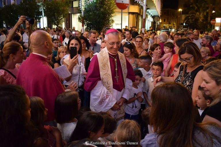 Vescovo e bambini