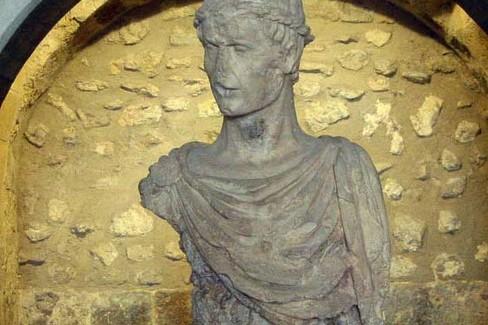 Federico II (busto Castello di Barletta)