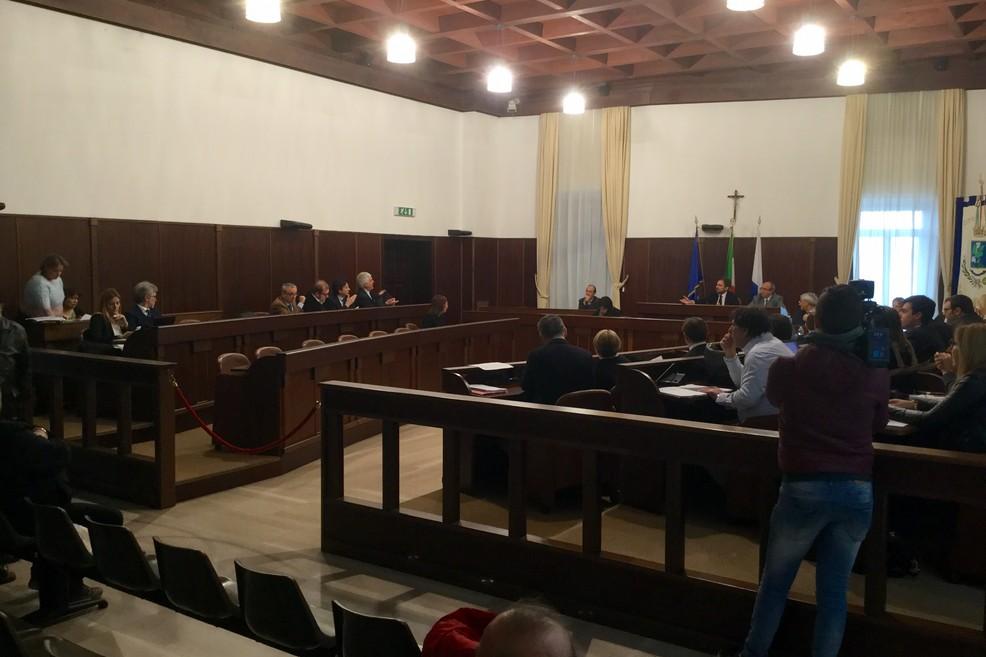 Prelevamento fondo di riserva e regolamento polizia mortuaria: mercoledì in Consiglio comunale
