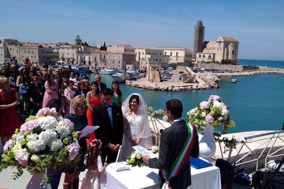 Matrimoni Civili Toscana : Trani matrimoni civili celebrato il primo sul fortino