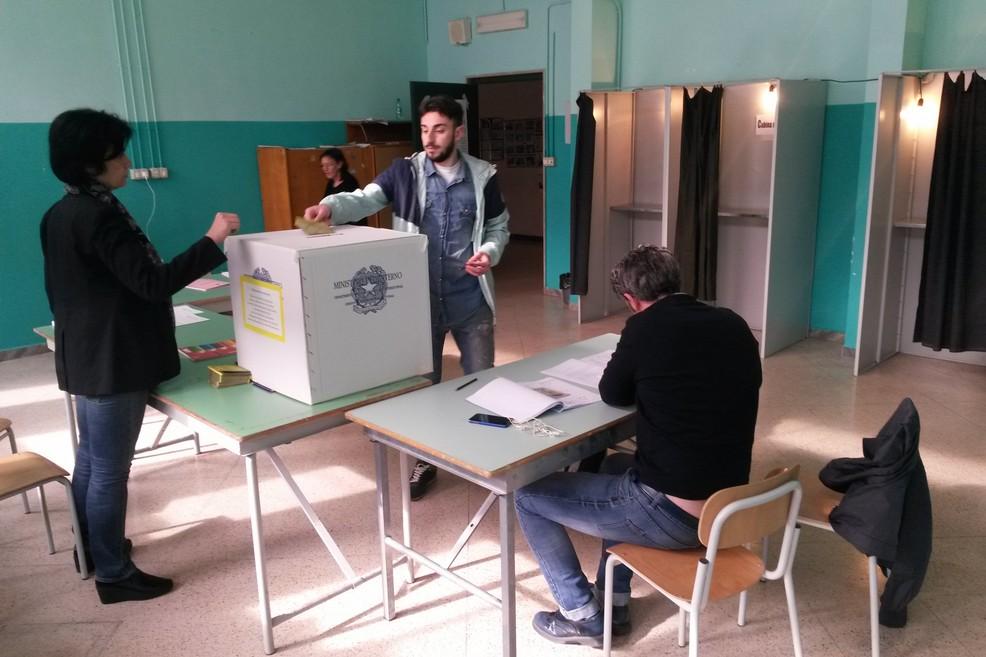 referendum no triv seggio scuola Baldassarre