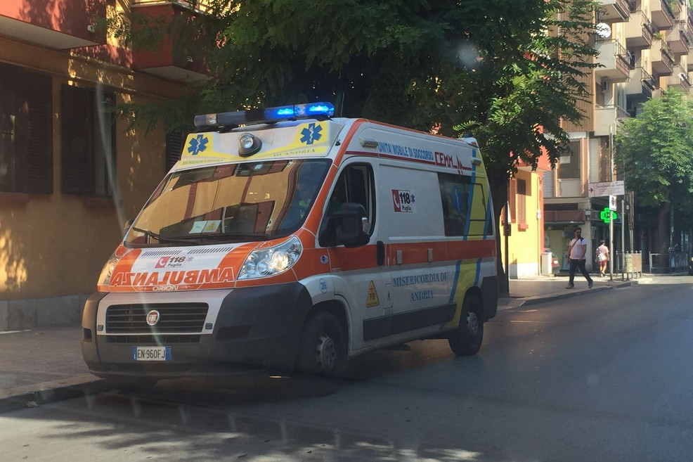 Ambulanza in via Imbriani
