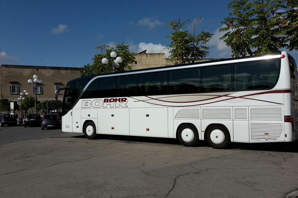 Bus in piazza Plebiscito
