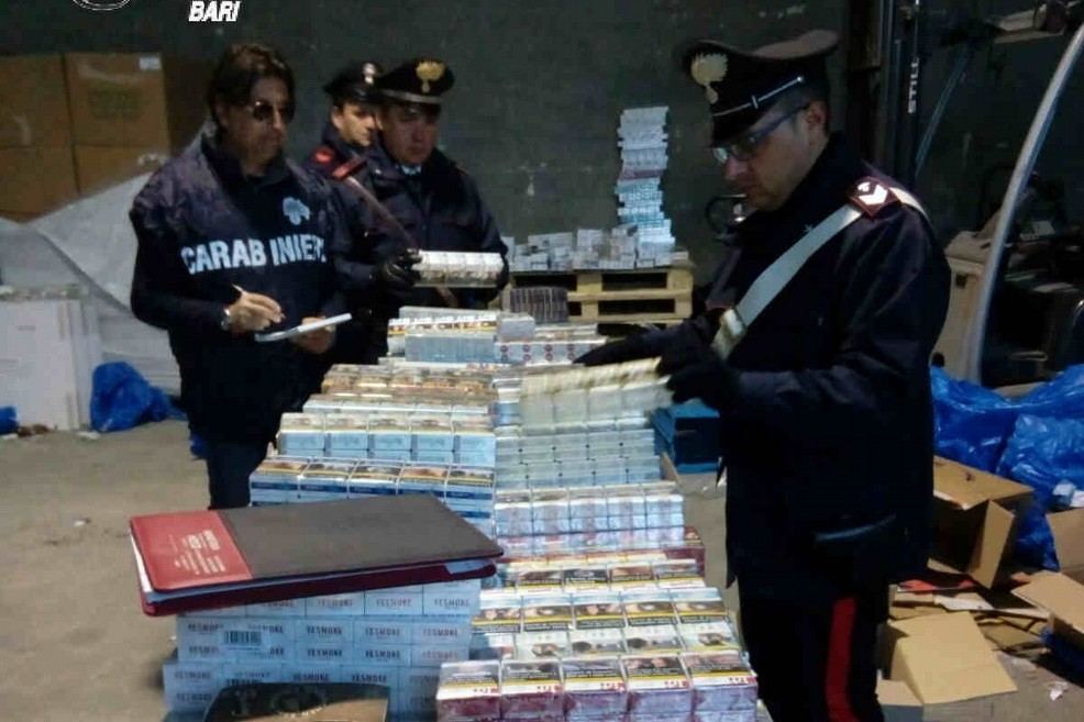 Blitz carabinieri magazzino merce rubata